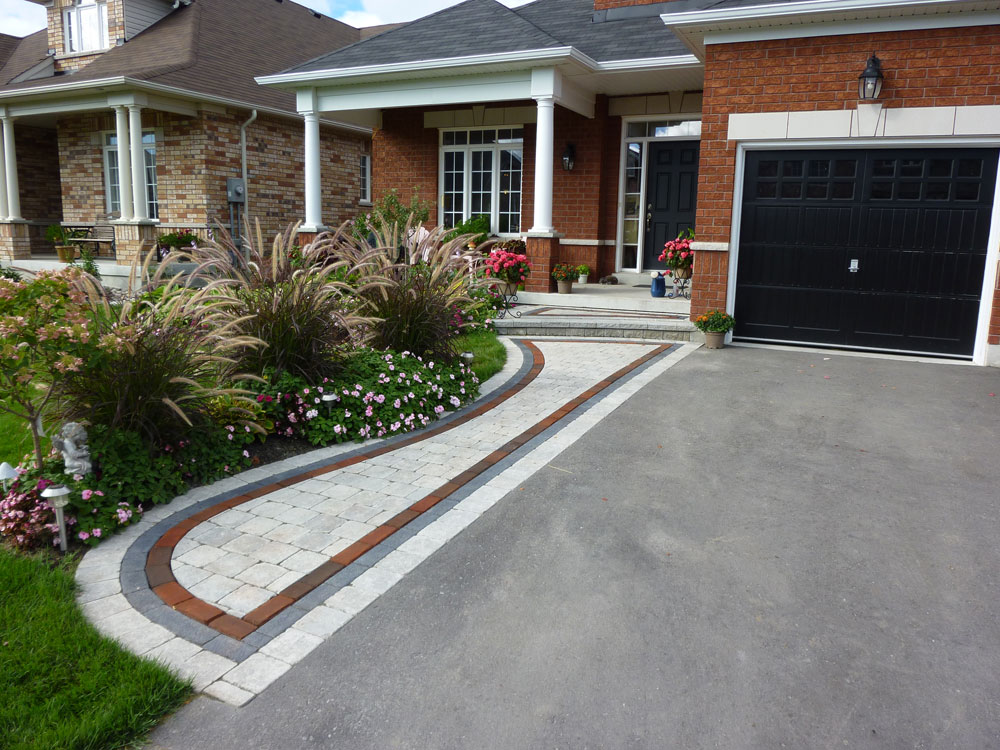 Driveway landscaping ideas garden guides rachael edwards for Front yard landscaping
